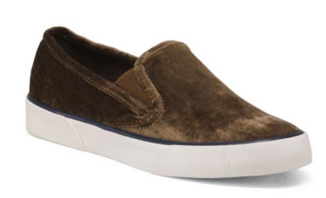 https://tjmaxx.tjx.com/store/jump/product/Slip-on-Sneakers/1000352457?skuId=1000352457866623